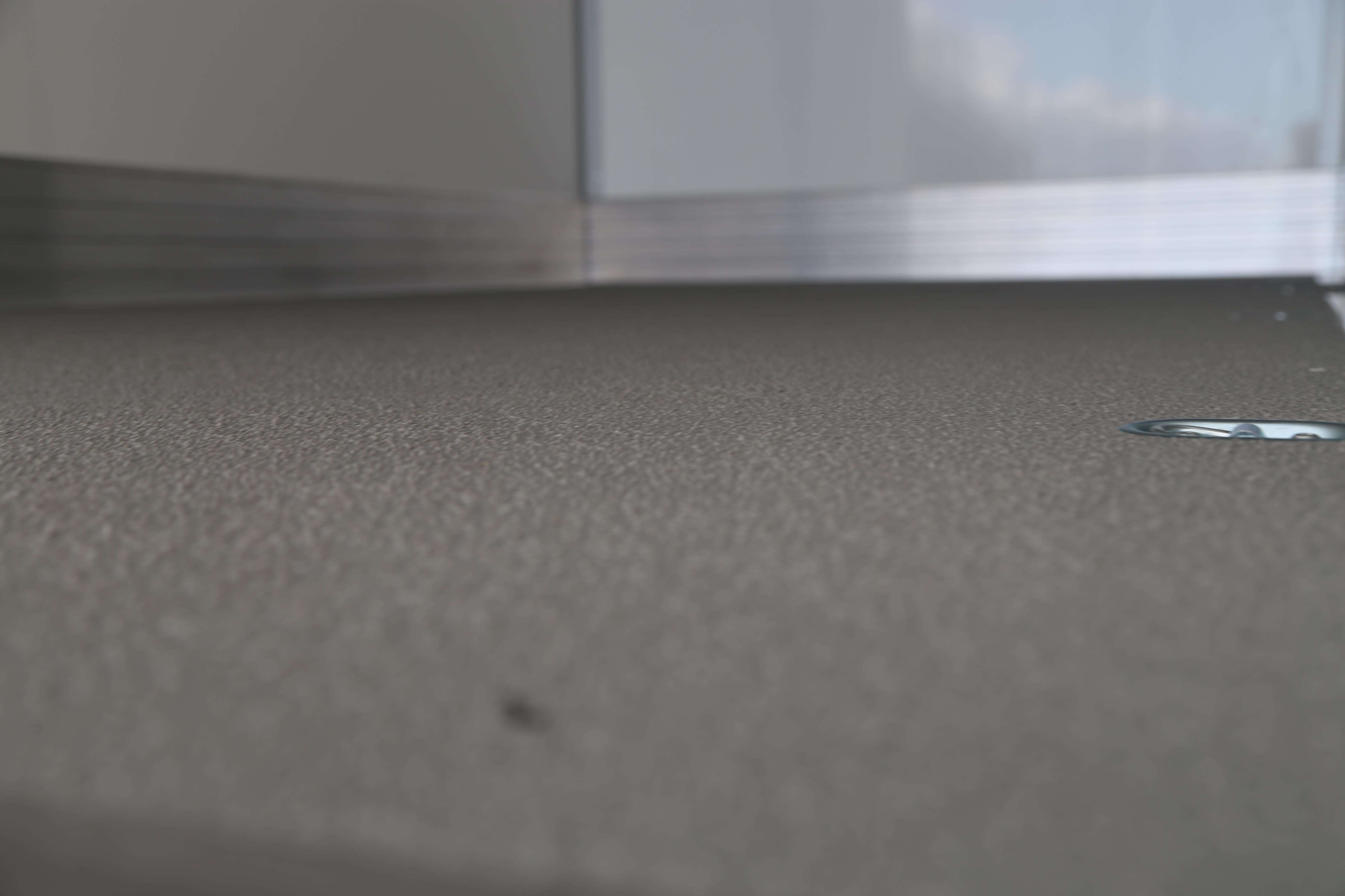 Boden selbsttragend, Oberfläche Kunststoff gesandet